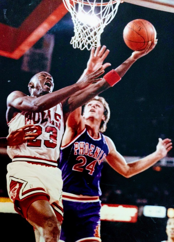 Michael Jordan and Tom Chambers playing basketball